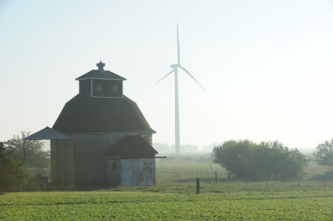Picture of a Wind turbine at the RailSplitter Wind Farm